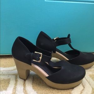 Old Navy T Strap Clogs